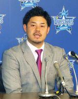 契約更改交渉を終え、記者会見するDeNAの宮崎敏郎内野手=5日、横浜市の球団事務所
