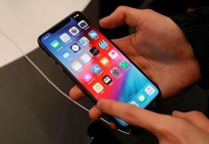 アップル、中国製有機EL採用か