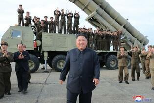 北朝鮮「超大型ロケット砲」試射