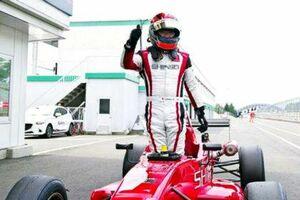 JAF-F4シリーズで、年間チャンピオンになった中島功さん=8月、宮城県のスポーツランドSUGO