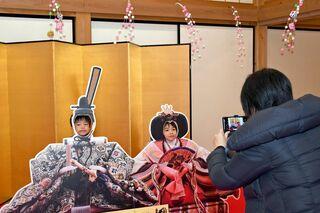ぺーぱワイド 手作りひな人形2000体! 佐賀城本丸でひなまつりイベント