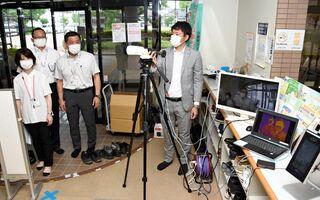 <新型コロナ>感染防止に役立つ避難所備品を紹介 佐賀市のNPO、大町町で