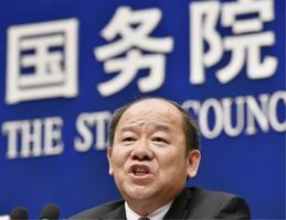 GDP速報値を発表する中国国家統計局の寧吉哲局長=18日、北京(共同)