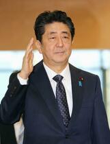 首相疑惑否定「元会長関係ない」