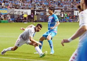 札幌戦はMF鎌田大地(中央)がゴールを決め、ホーム戦5連勝を飾った=5月27日、鳥栖市のベストアメニティスタジアム