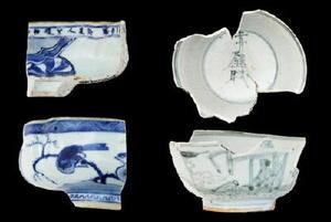 景徳鎮製祥瑞碗(左)と有田製の赤壁賦文碗(右)(ともに山辺田遺跡出土)