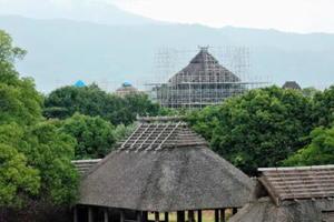 足場の組まれた主祭殿