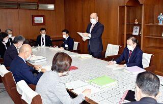 <新型コロナ>福岡からの職員在宅勤務も 県内自治体が対策会議