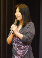 講演する白川美也子さん=小城市の小城保健福祉センター桜楽館