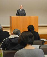 富士地区社会福祉協議会の設立総会であいさつする吉浦利清会長=佐賀市富士町の富士公民館