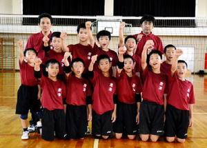 5年ぶり2度目の全国大会に向けて意気込み十分の唐津JVC=唐津市鎮西町の名護屋小体育館