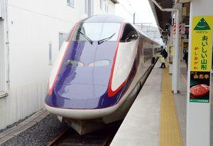 ミニ新幹線の山形新幹線「つばさ」=山形駅