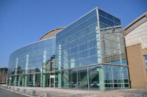26日に記念大会が開かれる基山町総合体育館=同町宮浦