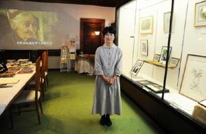 来場を呼び掛ける「ターシャ・テューダー絵本の会」代表の竹下ますみさん=佐賀市の旧古賀銀行