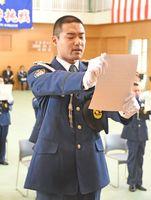 入校式で入校生代表として宣誓する大久保琢磨さんその2=佐賀市の県警察学校