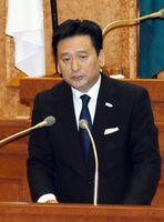 国政課題の状況や議案の提案理由を説明する山口祥義知事=佐賀県議会