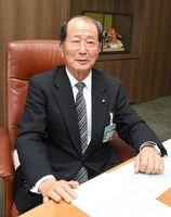 佐賀市議会議長の武藤恭博さん=議長室