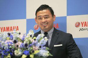 現役を引退し、記者会見するラグビー元日本代表の五郎丸歩=14日午前、浜松市
