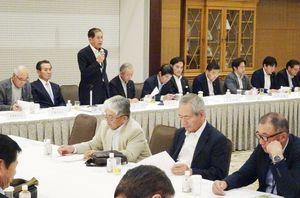 新役員人事を内定した自民党佐賀県連の総務会=佐賀市のホテルマリターレ創世