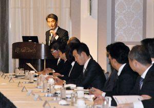 県内企業の輸出支援について語る清水所長=佐賀市のホテルニューオータニ佐賀