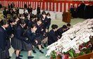 杵島商高最後の卒業生に、1期生がコチョウラン