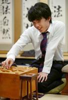 第49期新人王戦決勝3番勝負の第2局で勝利し優勝、同棋戦の最年少記録を31年ぶりに更新した藤井聡太七段=17日午後、大阪市の関西将棋会館
