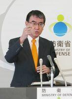 佐賀空港へのオスプレイ配備計画に関し「理解が得られるよう丁寧に説明したい」と述べた河野防衛相=東京・市谷の防衛省
