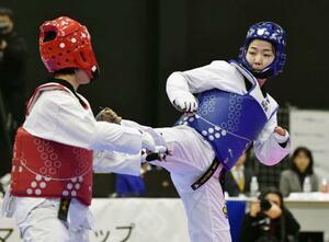 東京パラリンピックのテコンドー女子58キロ超級代表に内定した太田渉子(右)=日本財団パラアリーナ