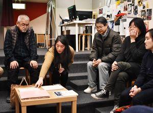 映画「花筐」について語り合うシエサポ会のメンバー=佐賀市のシアター・シエマ=佐賀市のシアター・シエマ