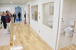 トイレや風呂を再現した在宅看護用の実習室=小城市小城町の西九州大学小城キャンパス