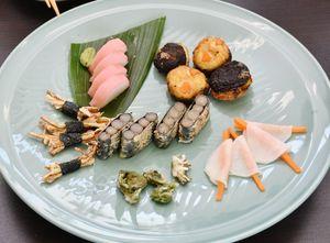 ゴボウやシイタケなどを使った普茶料理の一例。左上の「かまぼこ」は山芋を使い、食紅で色を付けた