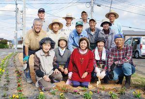 地区の花壇づくりにも取り組んでいる「永島・溝ノ上長寿会」のみなさん