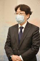 県内の新型コロナウイルスの感染状況について認識を示す大曲貴夫氏=佐賀県庁