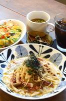 気まぐれセット 950円 ※メニューによっては1000円の場合も小鉢、サラダ、スープ、ドリンクが付く