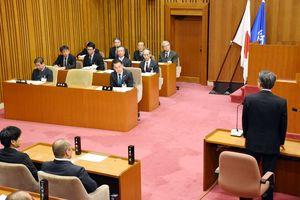 唐津市では機構改革案に対し議会で不備や危惧が指摘され、議案の撤回も=3月22日