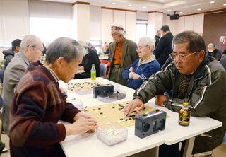 囲碁団体戦69人が熱戦 県内各支部対抗戦