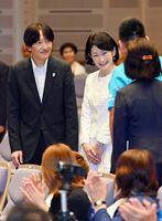 特別支援学校部門のステージ発表に出席された皇嗣秋篠宮ご夫妻=佐賀市のアバンセ