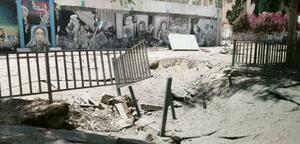 爆撃を受けた国連パレスチナ難民救済事業機関ガザ事務所近くの路上=12日、パレスチナ自治区ガザ(吉田美紀さん提供・共同)