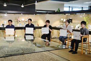 第2回「伝トーク!!」の収録でWeb有田陶器市をテーマに語り合った若手5人=有田町赤坂のヤマト陶磁器
