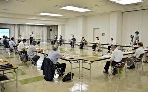 市民会館建て替えについて検討した第2回新唐津市民会館基本計画策定委員会=唐津市民会館