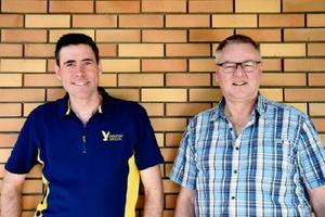 スチュアート・リーヴさん(57)=写真右=とアンドレー・ベルグルンドさん(42)