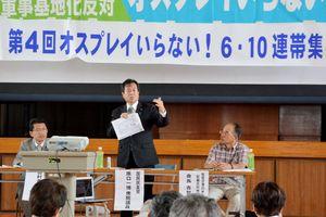 佐賀空港へのオスプレイ配備計画や陸自ヘリ墜落事故について問題点を指摘した原口一博衆院議員(中央)=佐賀市川副町