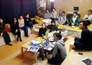 武雄に滞在した写真家と市民との交流会(まちづクリエイティブ提供)