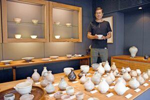 唐津では初めてとなる対馬の陶芸家・武末日臣さんの個展=唐津市呉服町の一番館