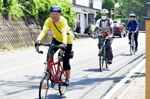 サイクリングコース作成に向けて試走する県サイクリング協会のメンバーら=6月8日、有田町