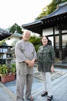 仏教者として国際交流にも取り組んだ小島宗光さんを支えてきた妻由紀子さん。「50年はあっという間だった」と話す=伊万里市山代町楠久の本光寺・壱之寺
