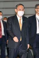 首相官邸に入る菅首相=2日午前
