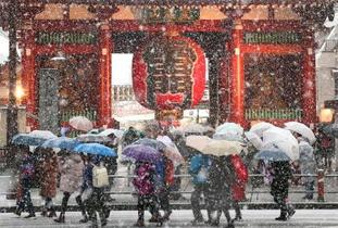 関東大雪、交通乱れる