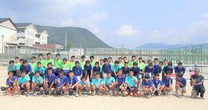 来年の中体連で団体戦地区優勝を目指す武雄中男子ソフトテニス部