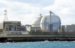 再稼働へ向けた地元手続きが進められている九州電力玄海原発3号機(手前)と4号機=東松浦郡玄海町